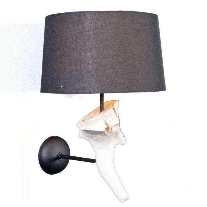 Lâmpada-de-parede-Suchin-branco-com-sombra-preta